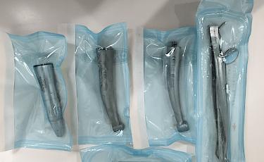 滅菌された清潔な器具を使用